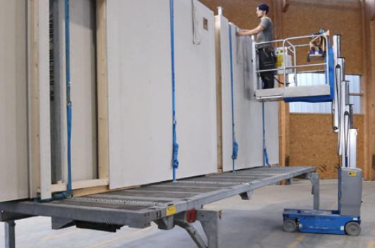 Carico e scarico in sicurezza di prefabbricati in legno